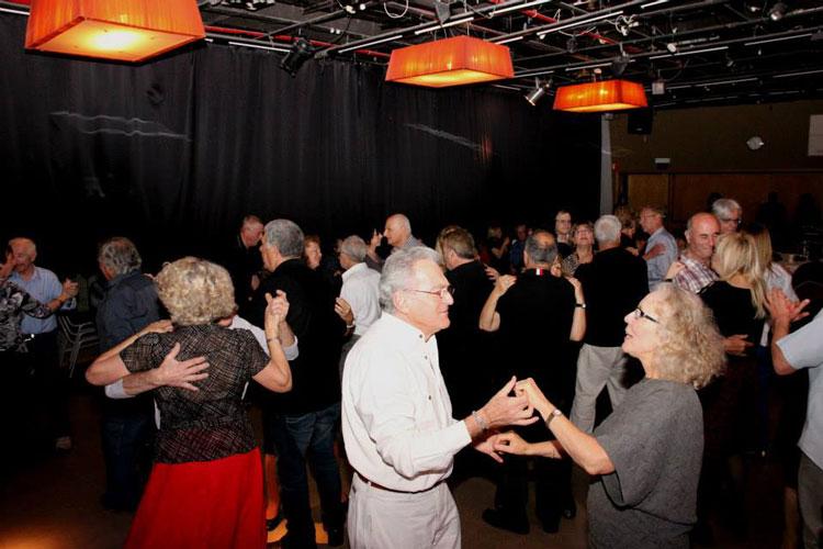 מסיבת ריקודי שנות השישים בבית ציוני אמריקה
